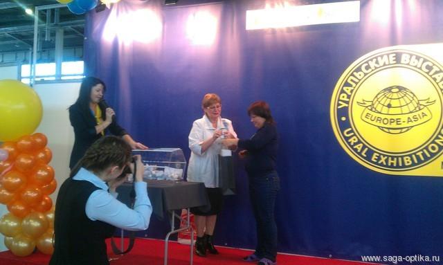 САГА-ОПТИКА вручила главный приз от Представительства «Polaroid Eyewear» в России на специализированной международной выставке «Радуга моды»